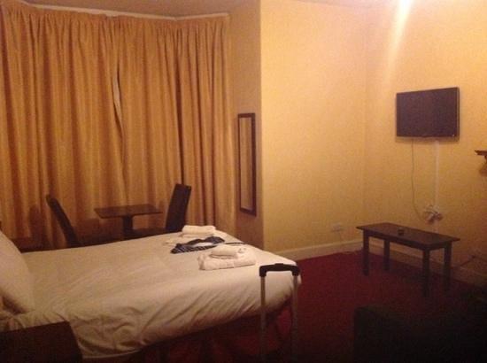 The Ballantrae Hotel : room 13
