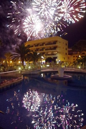 Protur Bonamar: Firework celebrations seen from poolside