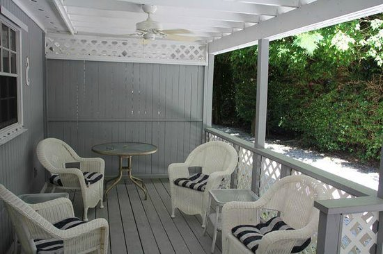 Seahorse Cottages: 2. Deluxe one bedroom: front porch