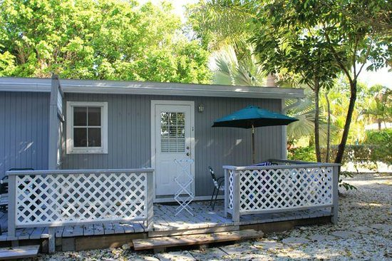 Seahorse Cottages: 7. Deluxe one bedroom: back porch