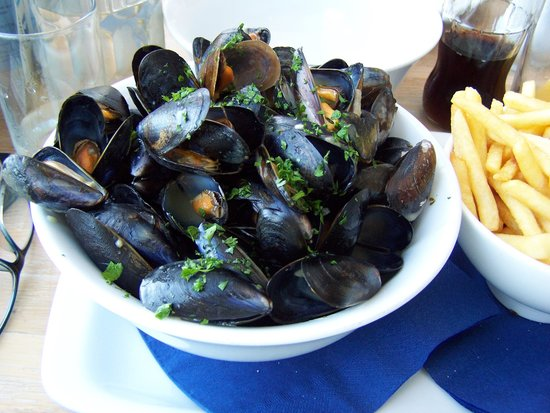 The Boathouse: BIG BOWL MUSSELS