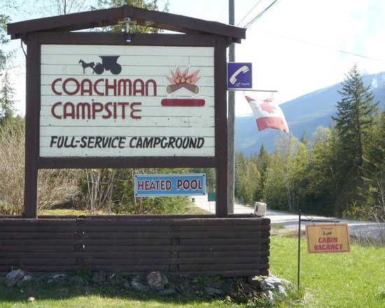 Coachman Campground: Highway signage