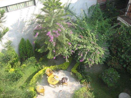 jardin fleuri photo de kathmandu garden house katmandou tripadvisor. Black Bedroom Furniture Sets. Home Design Ideas