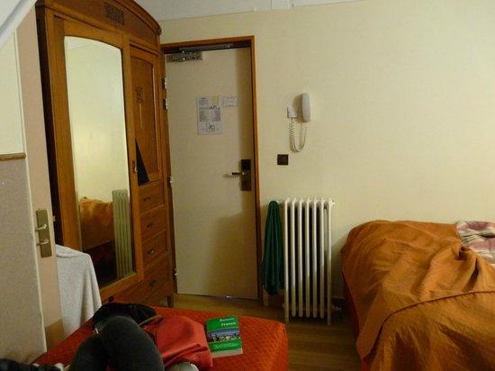 Hotel Marignan: Closet