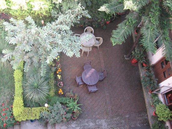 Kathmandu Garden House: jardin fleuri