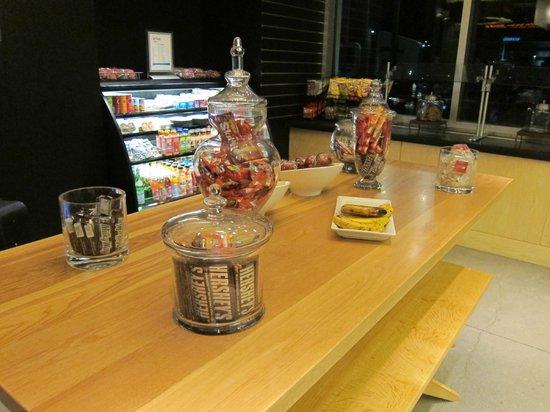 aloft Denver International Airport: Snacks for purchase