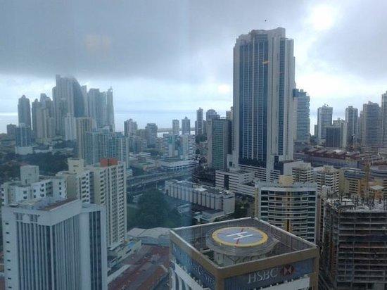 Hotel Riu Plaza Panamá: Vista en piso alto desde el Hotel Riu, muy buena