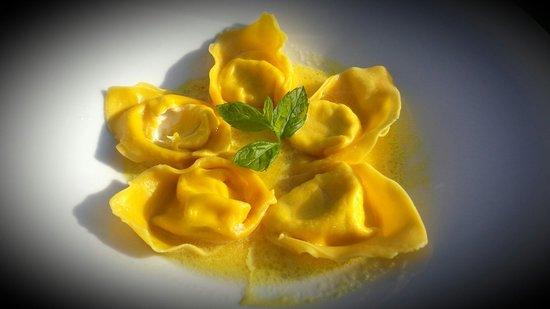 Ristorante Pace: Ravioli con caprino e salsa di limone♥ Da provare :*
