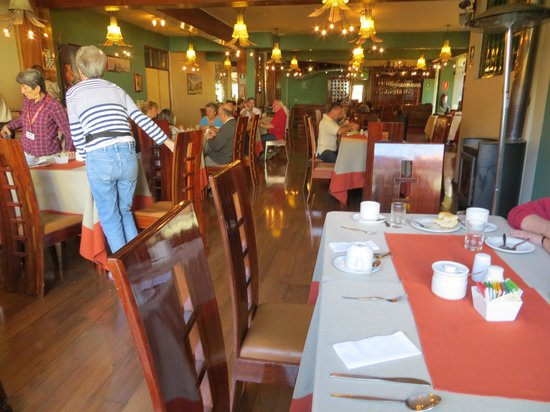 Royal Inn Hotel: Breakfast area