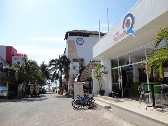 Hostel Quinta Playa: A rua do hostel! Muito perto da praia!