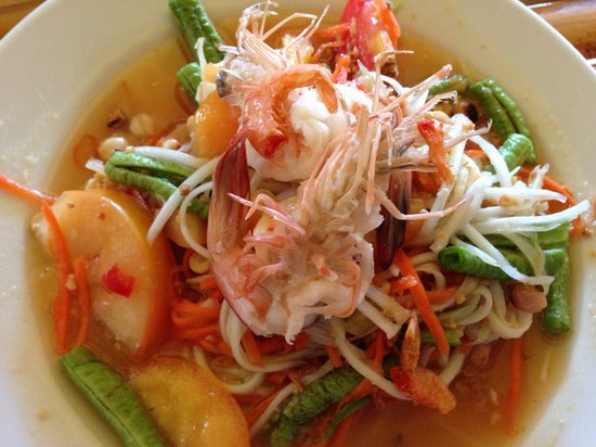 Kwan's Cookery: Papaya salad. Like most Southeast Asian countries, they don't devein the shrimp here.
