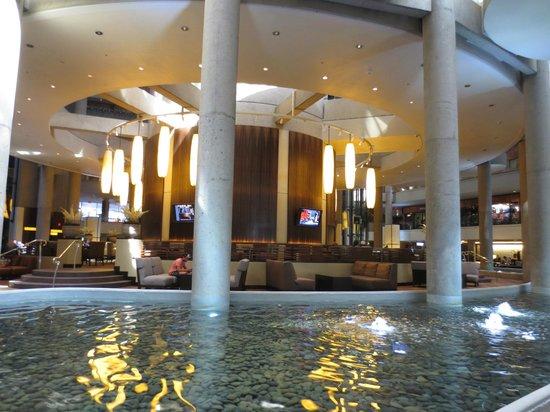 The Westin Bonaventure Hotel & Suites: Lobby