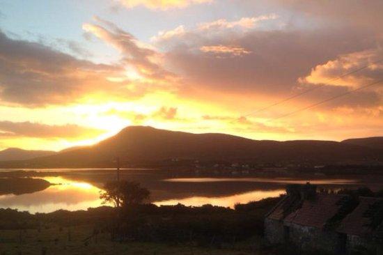McLoughlins Bar: Evening sunset