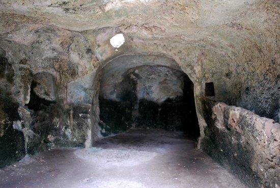 Pol·lèntia: under the amphitheatre