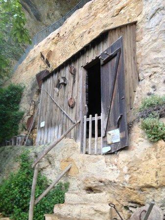 Roc de Cazelle : chambre troglodyte