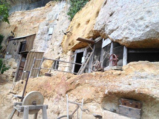 Roc de Cazelle : maison troglodyte