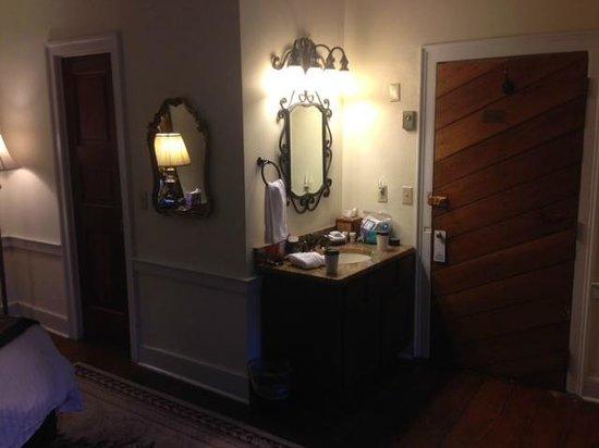 The Old Brick Inn : Sink just inside entrance