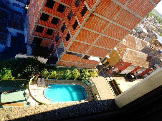 Piscina en un lateral del hotel no climatizada picture for Piscina climatizada