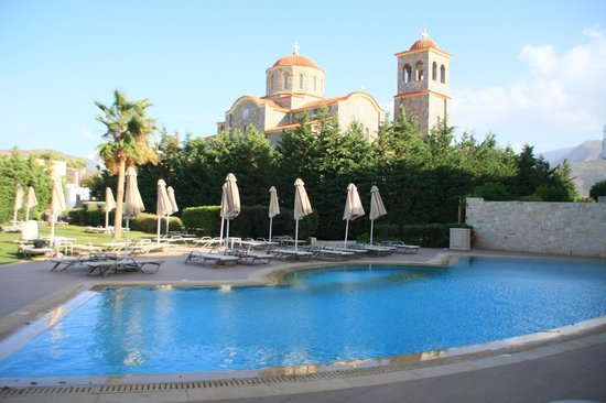 Castello Boutique Resort & Spa: Church and pool