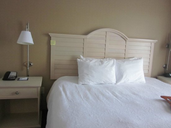 Hampton Inn and Suites Cape Cod - West Yarmouth: King size Bed