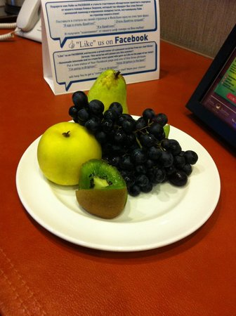 Boutique Hotel Brighton: Тарелка фруктов- подарок от отеля