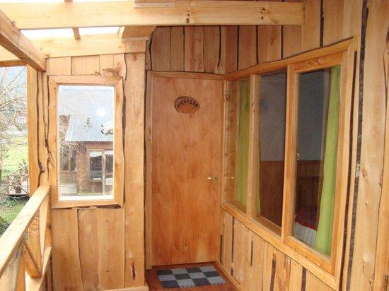 Aonikenk-Puyuhuapi Ecoturismo: Terraza de habitación