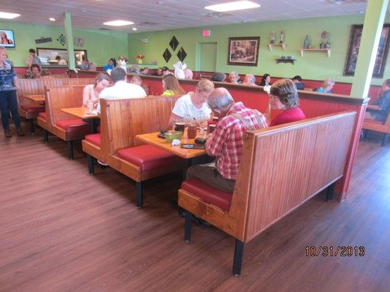 Bacon's Bistro and Cafe: Dinning area