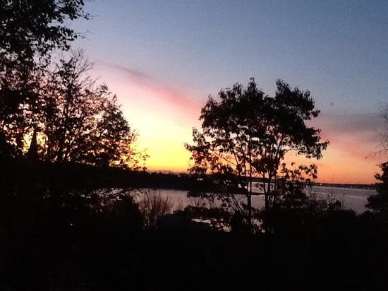 Heritage Hideaway Bed and Breakfast: gorgeous sunrise over Bedford Basin