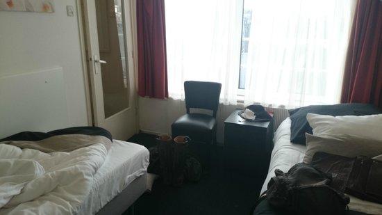 Hotel De Gerstekorrel: Room. Should have kept my boots on.