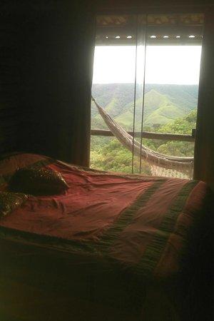 Pousada Varshana: Vista linda da suíte, para o cânion e sol nascente.