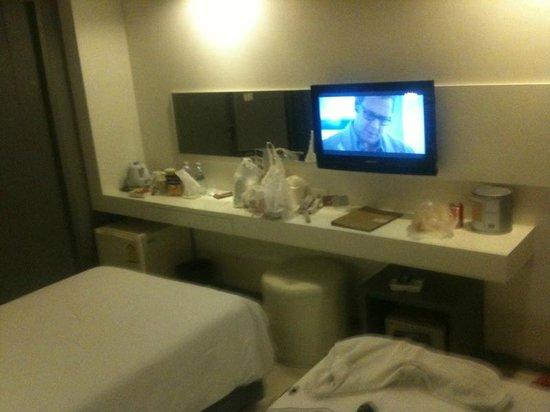 Myhotel Cmyk@Ratchada : la tablette qui sert de table + ecran tv