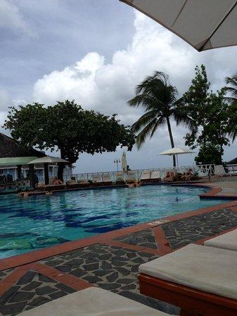 Sandals Halcyon Beach Resort : Pool