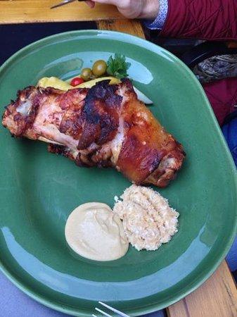 Restaurace Cerny Orel: коленка с хреном и горчицей