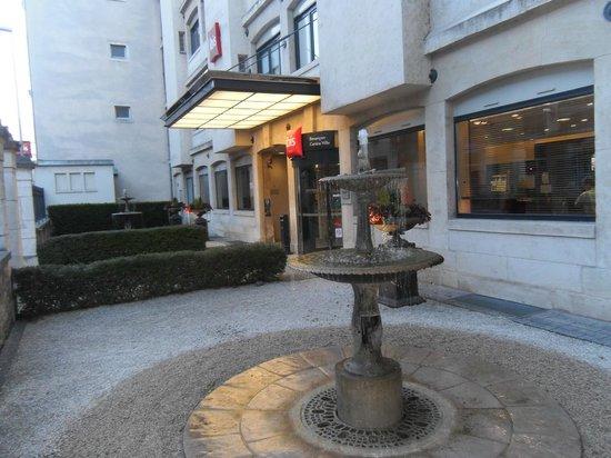 Ibis Besancon Centre Ville : fontaine