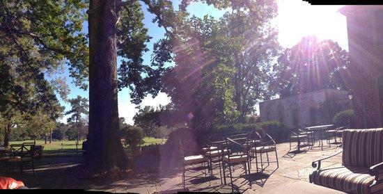 Williamsburg Inn: At the patio
