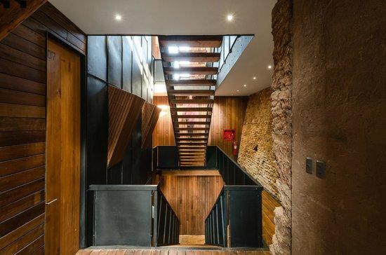 Hotel Fauna: Escaleras