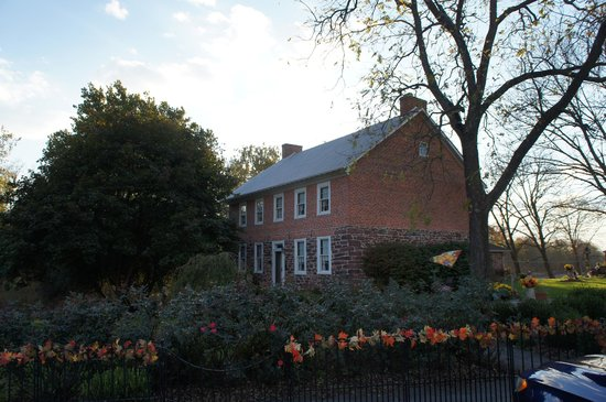 Mary-Penn Bed & Breakfast: The Mary-Penn decorated for fall