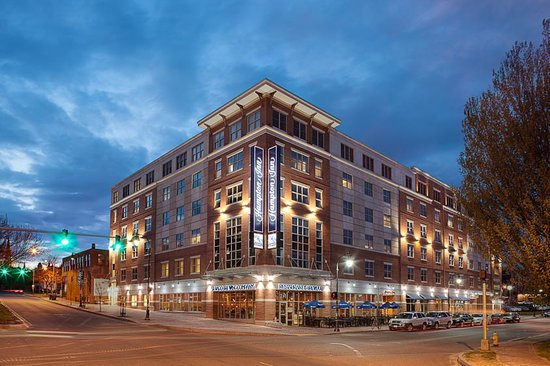Hampton Inn Portland Downtown - Waterfront : Hotel Exterior - Franklin and Fore Streets