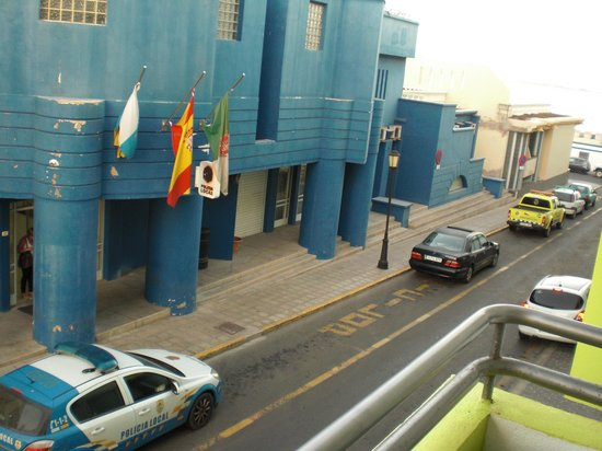 Hotel THe Corralejo Beach : Police Station opposite looked more inviting