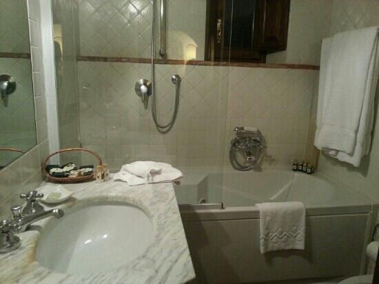 Castello di Spaltenna Exclusive Tuscan Resort & Spa: bathroom