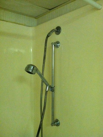 Super 8 Boone NC: Shower head that only is chest high