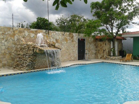 Hotel Los Chilamates: With a beautiful fountain!
