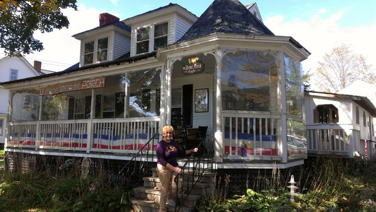 The Front Porch Cafe: Me-on steps going into Front Porch