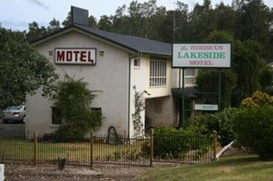 Hibiscus Lakeside Motel: Street View