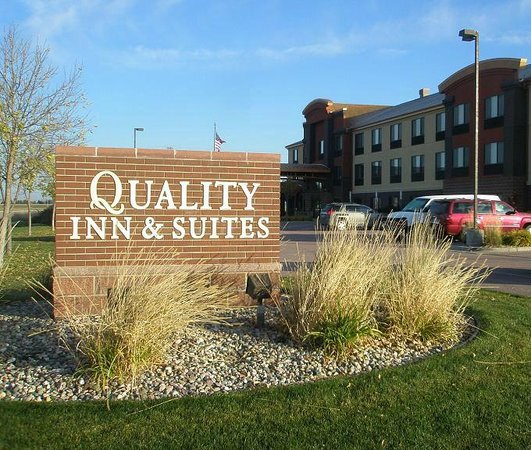 Quality Inn And Suites: Building & Sign - Oct 2013