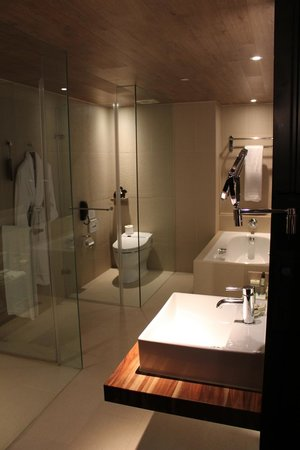 HOTEL QUOTE Taipei: Bathroom
