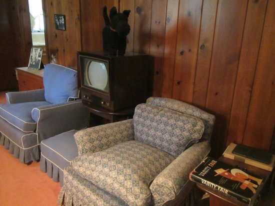 Val-Kill Cottage: Early TV