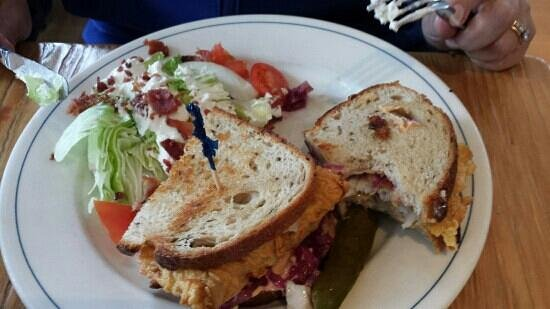 Robert's Maine Grill : Fish Reuben