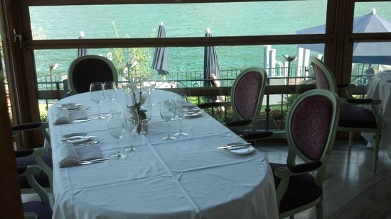 Swiss Diamond Hotel Lugano: Dining room overlooking lake (nice chairs!)