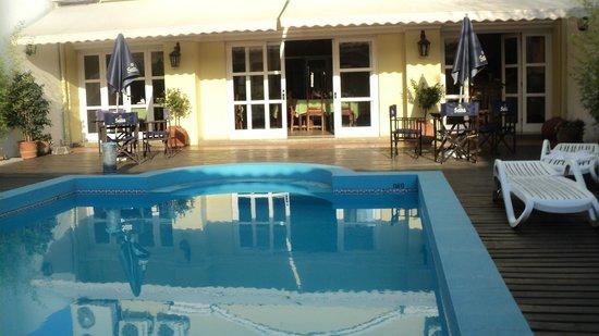 Altos de Balcarce Hotel: La piscina!!